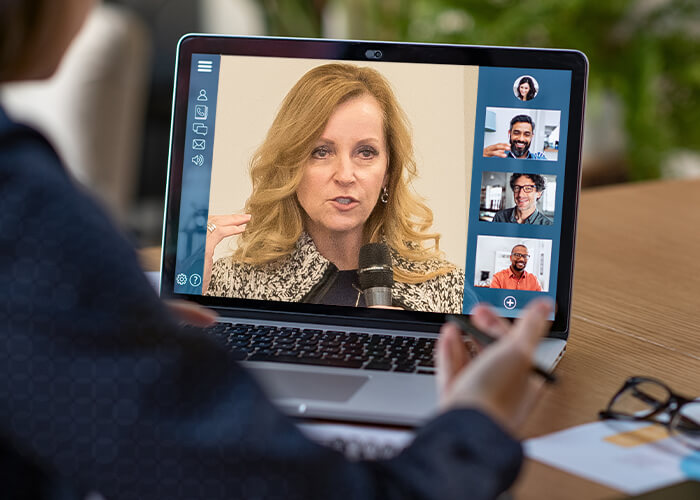 Jan Hoegh speaking in a virtual coaching session